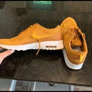 Nike women's size 11 tennis shoe